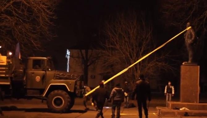 В Броварах снесли памятник Ленину