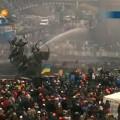Протестующих поливают ледяной водой